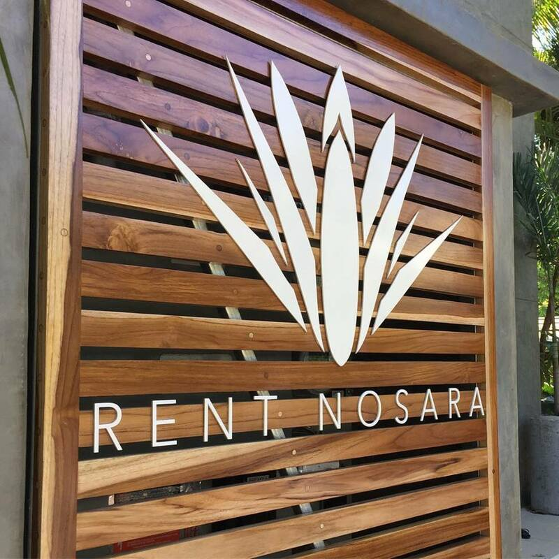 wood sign, metal sign, signage, rotulo